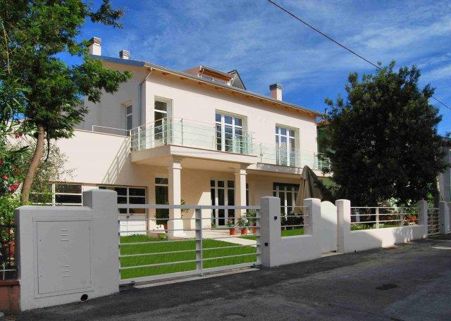 Brighi Infissi a Santarcangelo di Romagna: serramenti in PVC, Alluminio e Alluminio-Legno - tel. 0541-622163