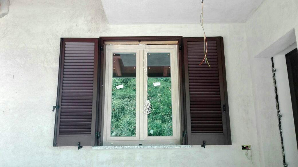 Cambiare colore infissi alluminio simple come scegliere i - Verniciare finestre pvc ...
